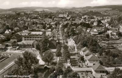 Blick vom Steinbruch (ATTA-Höhle) über die Finnentroper Straße zur Stadt - 60er Jahre