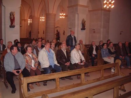Höhepunkt der Ortsbegehung war die Besichtigung der St.Martinus-Kirche        Foto: Ernst